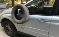 У водителя модного автомобиля возникли проблемы из-за парковки