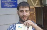 В Украине начали выдавать паспорта без дублирования на русском (ФОТО)