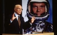 Умерший астронавт Джон Гленн первым сообщил об НЛО в космосе