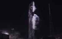 Компания SpaceX запустила в космос спутник связи и аппарат для исследования Луны