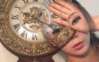 Корейская визажистка изображает оптические иллюзии на лице
