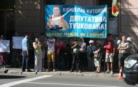 Избиратели Киевщины нагрянули домой к нардепу-перебежчику