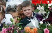 Азаров предложил дать родителям выходной на 1 сентября