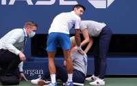 Джокович ударил мячом арбитра и получил суровое наказание (видео)