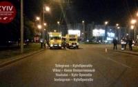 В Киеве провалилась дорога из-за прорыва теплосети