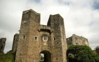 Во время экскурсии по замку туристы сняли призраки братьев-самоубийц