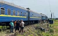 Фура столкнулась с поездом, пострадали люди