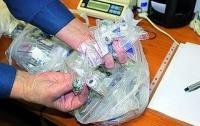 Киевские таможенники нашли бриллианты в почтовой посылке