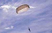 На Арабатке разбился парашютист из Киева