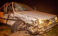 В Днепре водитель не смог скрыться от патрульных и попал в ДТП (видео)