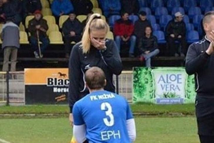 Появилось видео, как словацкий футболист делает предложение судье матча