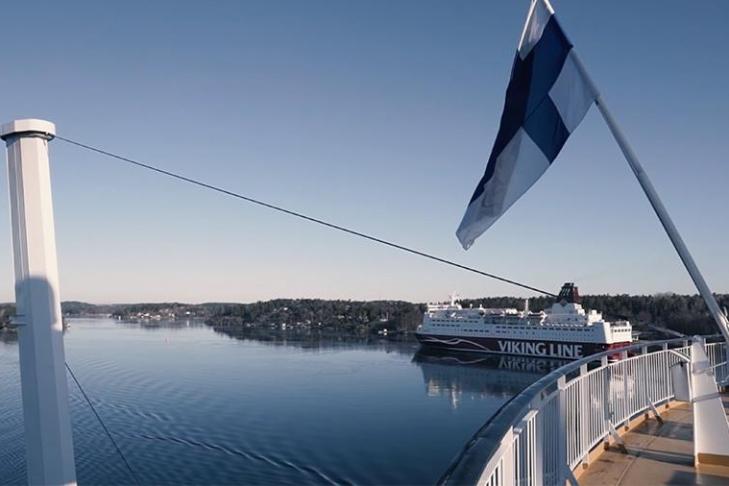 Финны спустили вБалтийское море 1-ый вмире паром под парусом