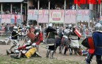 Фанаты средневековья нехило подрались под Киевом (ФОТО)