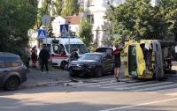 Серьезное ДТП в Киеве: работали сразу две бригады врачей
