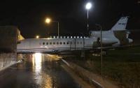 На Мальте самолет врезался в здание