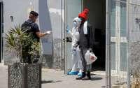 Зараженные коронавирусом мигранты покусали врачей