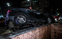 ДТП в Киеве: Porsche протаранил Chevrolet и загорелся, водитель сбежал (видео)