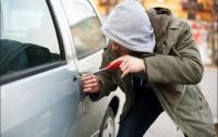 Работник СТО угнал автомобиль клиента