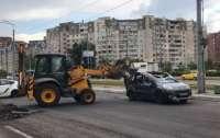 Тракторист не заметил автомобиль, водитель получил по голове (фото)