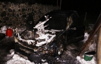 Поджог авто под Днепром: в машину бросили