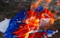 Неизвестный попытался сжечь российский флаг в Севастополе