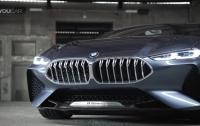 BMW показал новый концепт с квадратным рулем (видео)