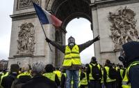 Протестующие в Париже снова вышли на улицу