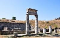 В Керчи куда-то пропали древние колонны (фото)