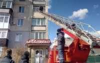 Житель Харьковской области угрожал выбросить 11-месячного ребенка из окна