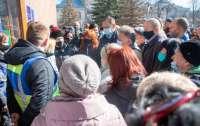 Мэр города протестовал вместе с горожанами против локдауна