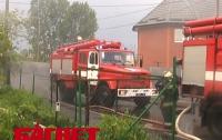 В Ривне молния попала в жилой дом и вызвала пожар (ФОТО)