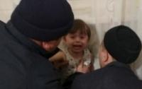 Под Киевом малыш застрял в батарее