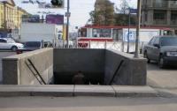 В Киеве велосипедист покалечил ребенка в подземке и скрылся
