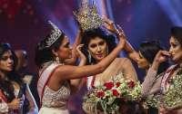 Скандал на конкурсе красоты: с победительницы публично сорвали корону (видео)
