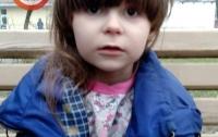 Босая и в пижаме: в Киеве потерялся ребенок