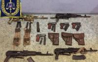 Двое житомирян крали со склада ВСУ оружие и продавали его