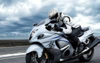 Британский гонщик на мотоцикле установил зрелищный рекорд Гиннесса (видео)