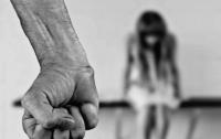 Под Харьковом отчим заклеил ребенку рот скотчем и изнасиловал