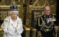 Муж королевы Елизаветы отказался от титулов