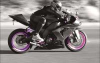 Байкер удержался на мотоцикле на скорости 209 км/ч после потери управления (видео)