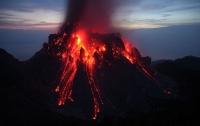 Во Франции извергается один из самых активных вулканов в мире
