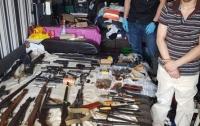 Арсенал оружия и наркотики: киевлян поразили убежищем в одной из квартир