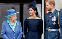 Елизавета II бросилась на помощь внуку