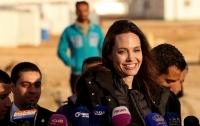 СМИ сообщили об экономии Анджелины Джоли на детях