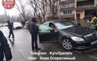 Неизвестный в полицейской форме расстрелял водителя авто