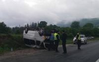 На трассе Киев-Чоп перевернулся микроавтобус, пострадали девять человек