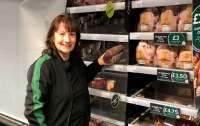 Женщина стала мультимиллионершей и еще 25 лет работала в супермаркете