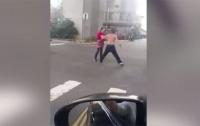 Жена отбила мужа у полуголого пьяного мужчины с тесаком