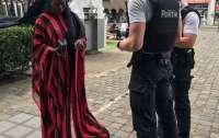 Религиозная фанатичка напала на священника