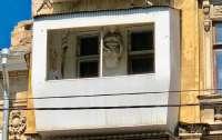 Балкон в Одессе испоганил скульптуру